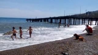 Видео Гурзуф, июль 2015 года, отдых в Крыму(Короткий ролик о Гурзуфе, прошу строго не судить, снято на мобильный телефон), 2015-07-19T08:54:06.000Z)