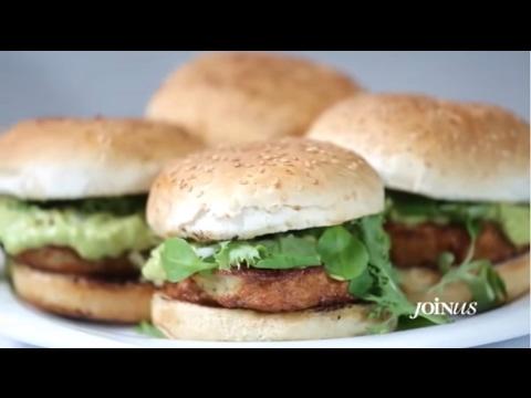 Burger κοτόπουλο με σάλτσα αβοκάντο και Dijonnaise Mayo Brava