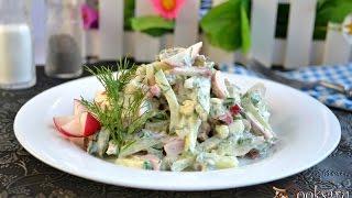 Салат из свежего огурца, редиса и сосисок