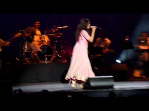 Shreya Ghoshal Nagada Sang Dhol In Holland 2015