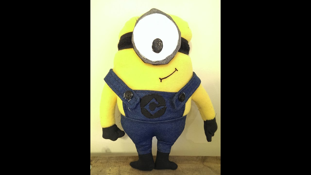 & How to Make a Minion (Pattern Included) - YouTube pillowsntoast.com