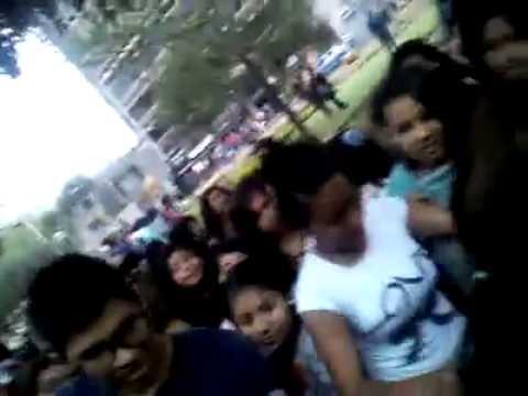 Nicolás Arrieta alborota en Parque Kennedy, Lima.