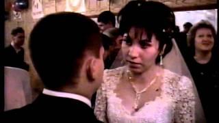Страстный поцелуй на свадьбе  2002