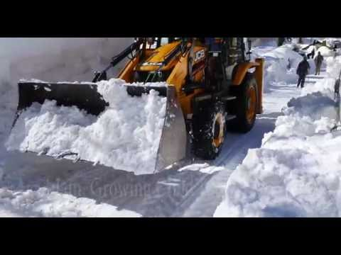 Clearing Snow Blockaged Road By Heavy JCB Vehicles At Solang Valley, Rohtang Pass, Manali, India