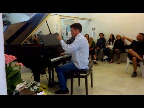 "Chopin - Prelude Op.28 N.15 ""Raindrop"" - Self Taught ""Pianist"""