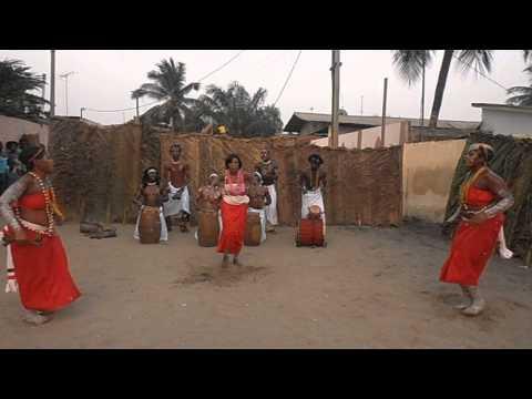Assileassime Togo presenta danza di vodù continua