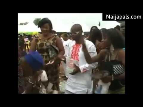 Spraying Money At Nigerian Wedding [Naijapals.com]