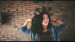 Gambar cover Albertha Ivana - Jomblo Malam Minggu (Official Music Video)