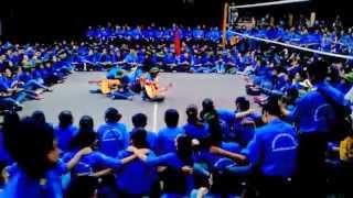 Sinh viên Kinh tế Quốc dân khoác vai nhau hát vang bài ca Tình nguyện