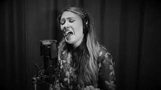 Download Video The Black & White Sessions : Briana Lee : Walls MP3 3GP MP4
