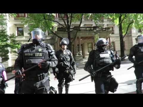 PDX DONT SHOOT 10/12/16 14 police arrest 2 cop watchers