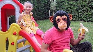 sulu şaka grandma joke on kid family fun öykü and monkey oyuncak avı