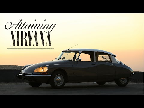 Petrolicious rides in a tres chic 1969.5 Citroen DS21