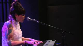 Beth Hart - Leave the Light On (Bing Lounge)