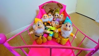 Little Cute Girl Puts the Seven Dwarfs to Bed /Toy Kitchen Pots Set /Video for Kids