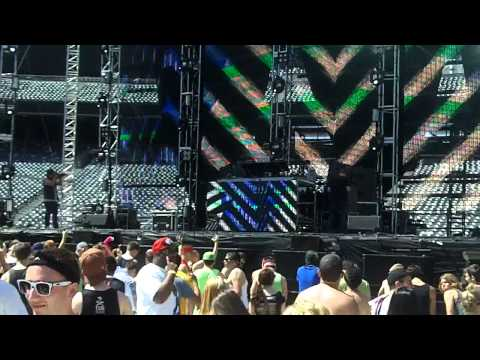 "(HD) Delta Heavy Opening ""Must Be the Feeling"" Live @ Electric Daisy Carnival NY 2012"