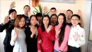 Иностранные студенты АлтГТУ поздравили барнаульцев с Днем приветствий