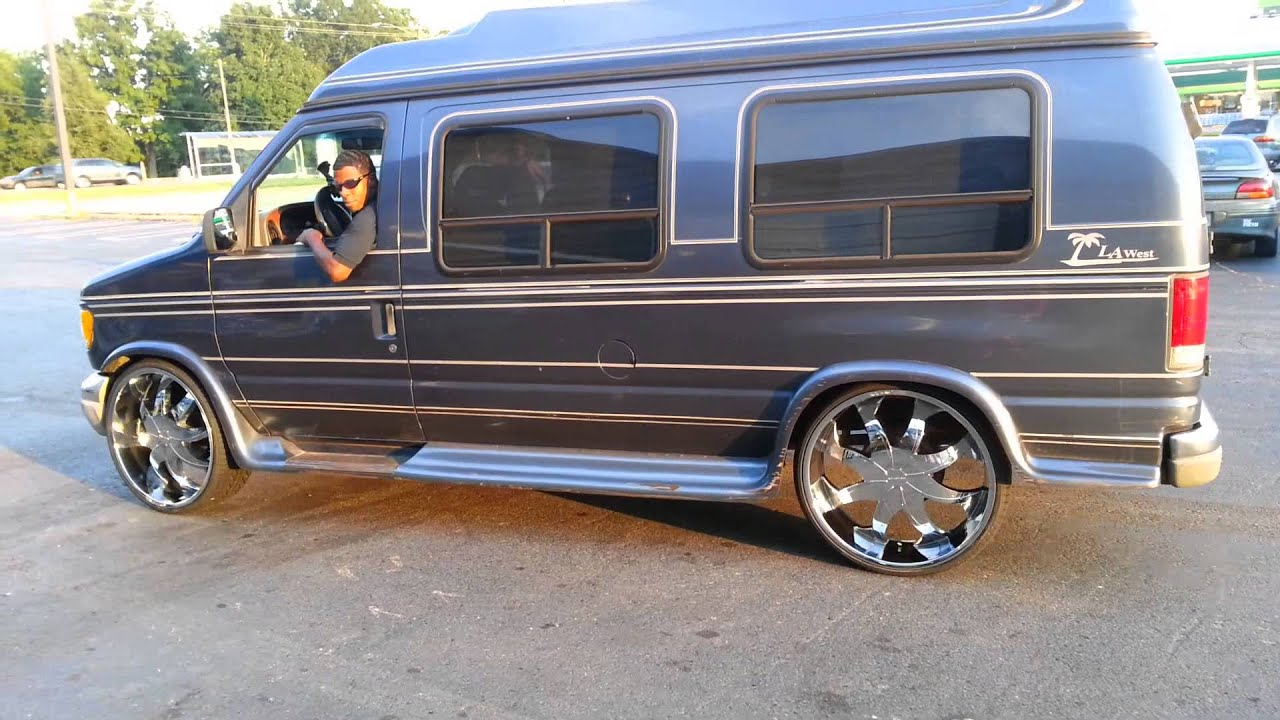HJs 1997 Ford E150 On 26s