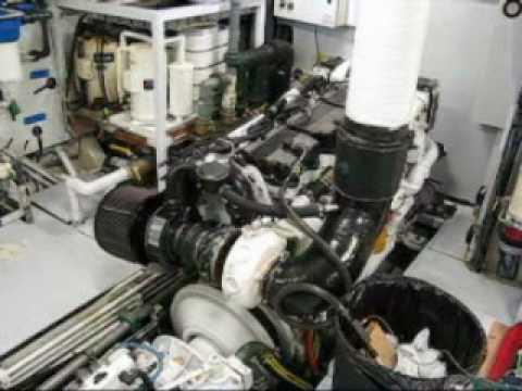 Marine engines room visit - Visite en salle de machine