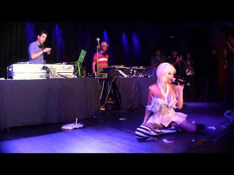 """Miss Tila """"Tequila""""* - Get Me Off (Live)"""