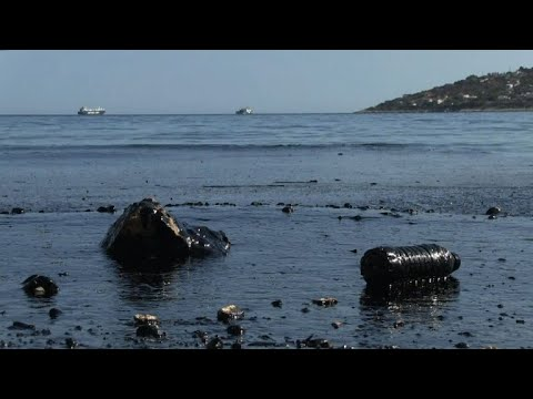Oil spill hits Greek island after tanker sinks