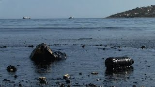Oil spill hits Greek island after tanker sinks