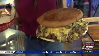 EATING TO THE MAX: KSAT's Max Massey takes on the Armadillo's 3-pound burger challenge