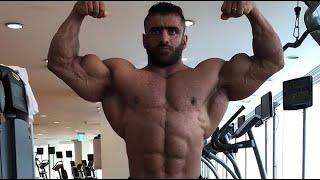 Iranian IFBB Pro Hadi Choopan - Muscle checking
