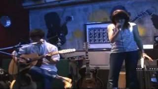 「ぽんにゃん」ライブの第3弾です。ギターの「ぽん」(平松淳一)とヴォ...
