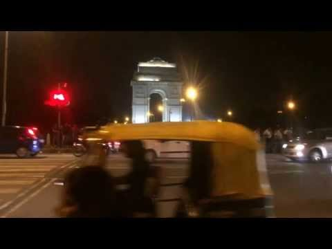 India gate crazy place for delhi gathering... what a traffic system.... no underpass or over-bridge