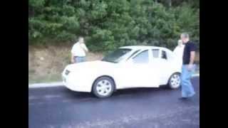 araba boşta rampa yukarı kendiliğinden çıkıyor car idle up the ramp self-involved