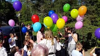 Прощание с детством - шарики в небо... (Кишинёв, детсад Ласточка, 22.05.2018)