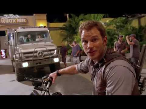 Jurassic World - Chris Pratt - Motorcycle (Universal Pictures)