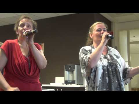 02 14 47 Trudy en Trea 6e Nas Karaoke Rotterdam 2015 vr 26 06 15 S1 002