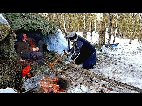 Winter Bushcraft Build Natural Primitive Shelter - Fur Blanket - Campfire Cooking - Steak on a Stick