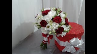 Свадебный букет из  красных роз и эустомы.  A wedding bouquet of red roses and eustoma.