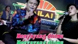 Trivia: 1. lagu ini dinyanyikan oleh dua orang, yang diberikan tanda kurung adalah lirik untuk penyanyi kedua. pertama kali (cipt: pance pondaag) denyut...