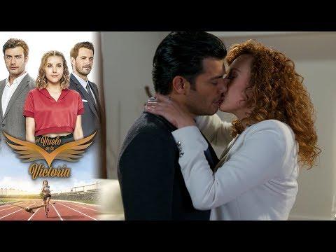 Maritza le roba un beso a Raúl   El vuelo de la victoria -Televisa