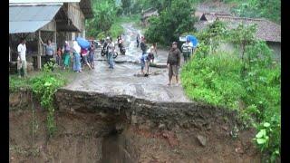 Video Jembatan Utama Rusak, 3 Desa dan 2 Kecamatan Terisolasi download MP3, 3GP, MP4, WEBM, AVI, FLV Mei 2018