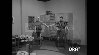 Sport mit dem DDR-Wohnzimmer-Stuhl, 1971