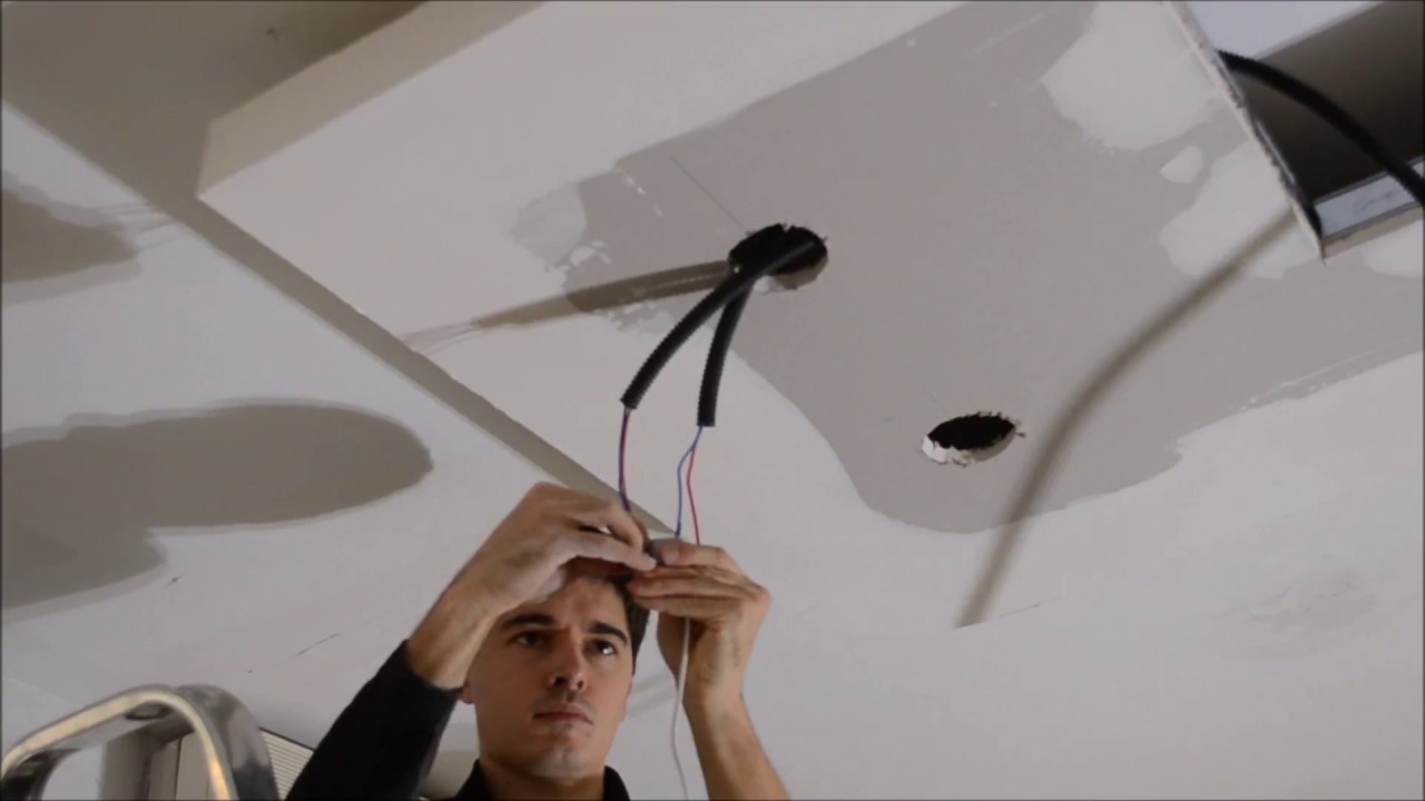 comment installer spot encastrable led plafond par le club led youtube. Black Bedroom Furniture Sets. Home Design Ideas