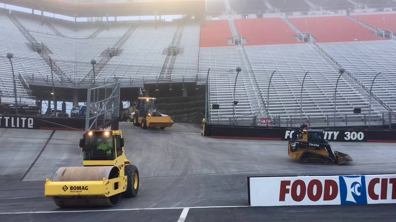 The transformation of Bristol Motor Speedway into a football venue - YouTube