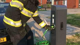 Elektrische auto loskoppelen van laadpaal of uitschakelen laadpaal tijdens een incident