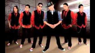Watch La Mafia Alejate video