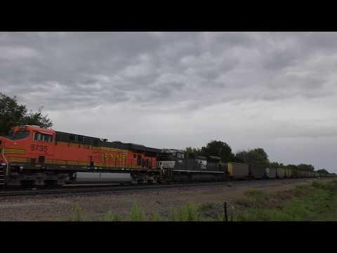 BNSF 5735 With NS 2701 Lead An Empty Coal Train @ Agency, IA 4K