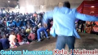 Geshom Mwazembe na Kefa J Malimali wakiimba wimbo wao mpya uwitwao Huu niwakati wako tazama ubarikiw