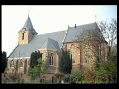 Marco Nijland begeleidt Grote God wij loven u in de hervormde kerk Rumpt