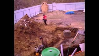 видео Двухкамерная выгребная яма из бетонных колец: чем лучше однокамерной + пошаговый монтаж