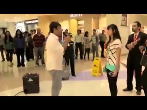 Девушка ударила парня гитарой за предложение руки и сердца