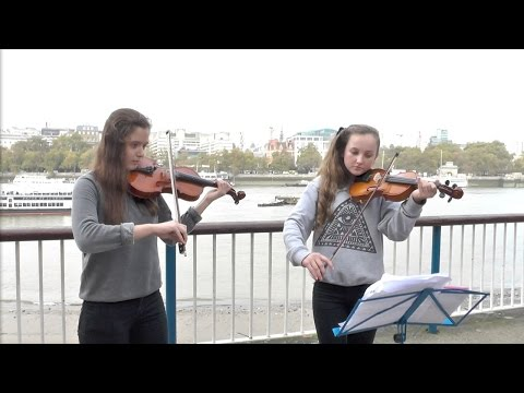 Charity busker violinists for Costa Rica